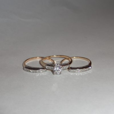 14-18 Kt gold rings with diamonds and zirconia
