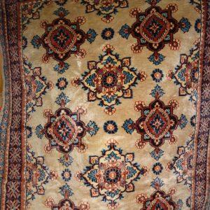 Hand loomed carpet